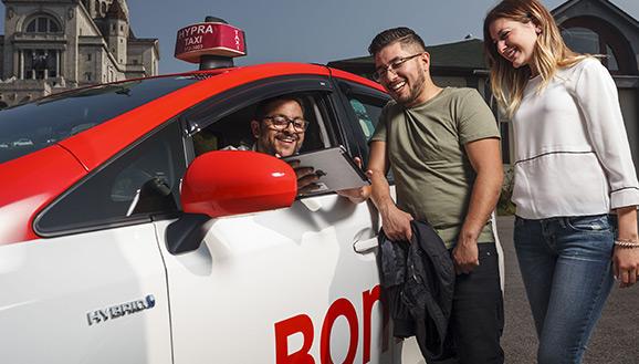 Des clients satisfaits du taxi